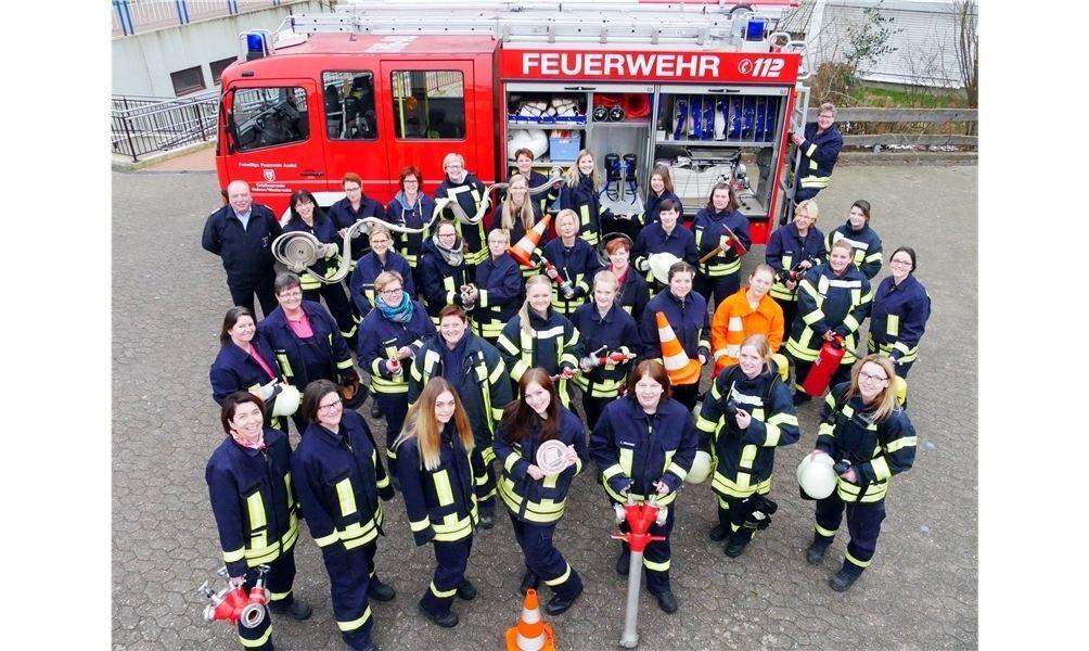 Gemeindebrandmeister Michael Möller ist stolz auf seine aktiven Feuerwehrfrauen. Sie sind zu einer wichtigen Stütze der Auetaler Feuerwehren geworden. Foto: la