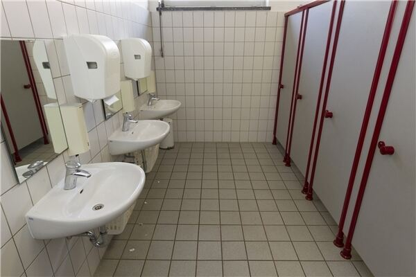 Urinale erfordern anfangs etwas bung for Boden liegen