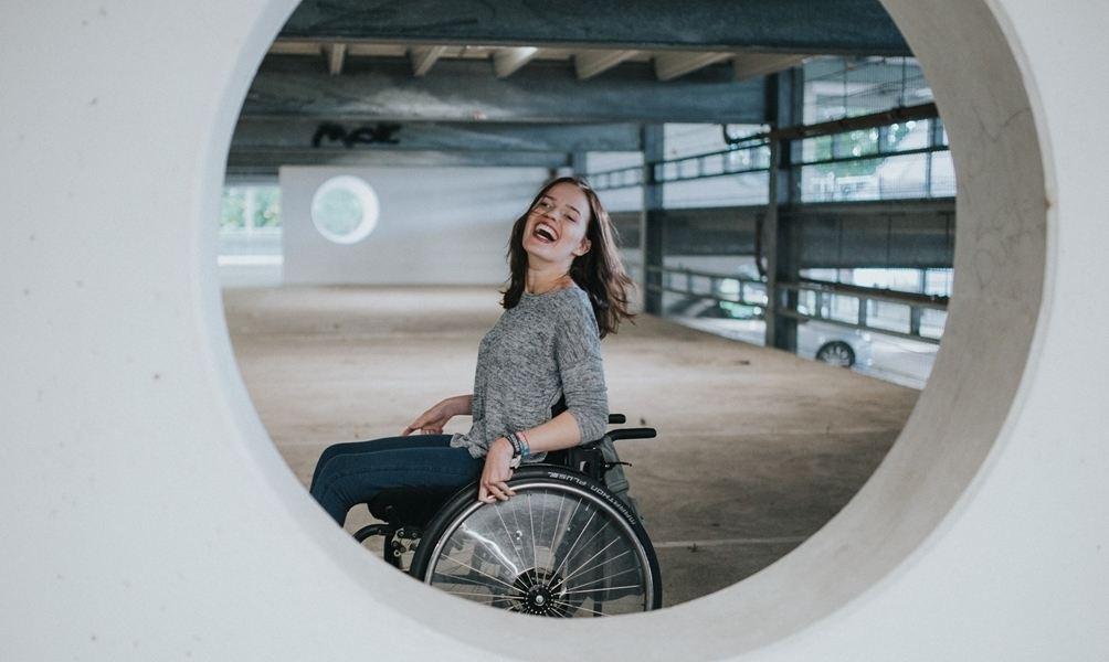 Sie sucht ihn sitze im rollstuhl Sie Sucht Ihn Sitze Im Rollstuhl. Sie sucht Ihn k.A.