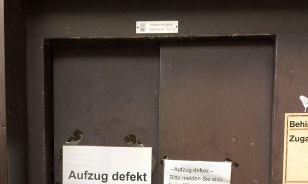 Häufig Warten auf den Aufzug XM74